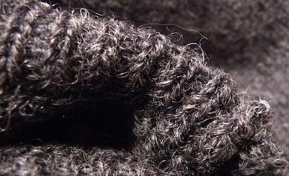 Фрагмент свитера из шерсти шетланд