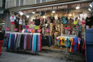 Сувенирный магазин в Париже