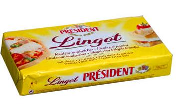 Неразрезанный брусок сыра President Lingot