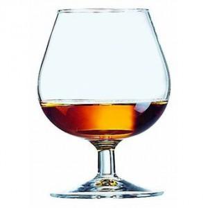 Типичный бокал для коньяка