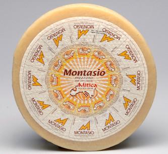 Круг сыра Montasio