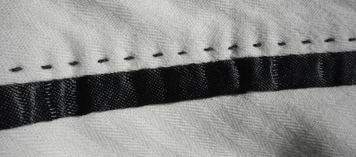 Декоративная строчка на брюках Tombolini (внутри)