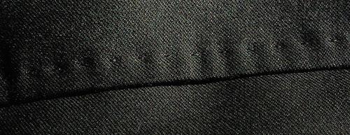 Декоративная строчка на брюках Tombolini (снаружи, на кармане)