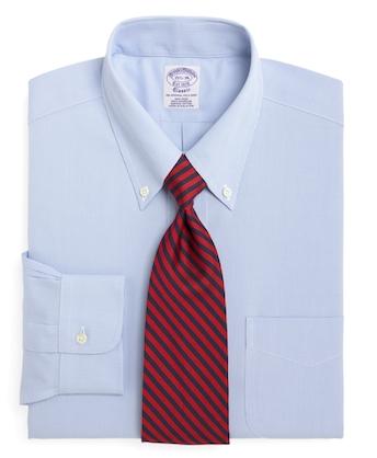 Голубая рубашка с галстуком красных тонов (Brooks Brothers)