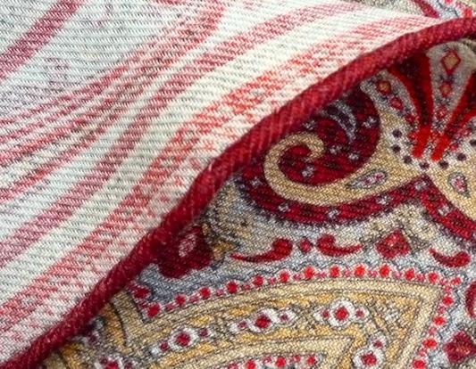 Край красного платка Calabrese