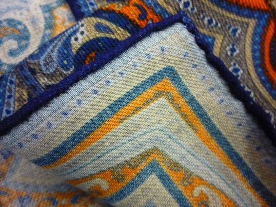 Края синего платка Calabrese