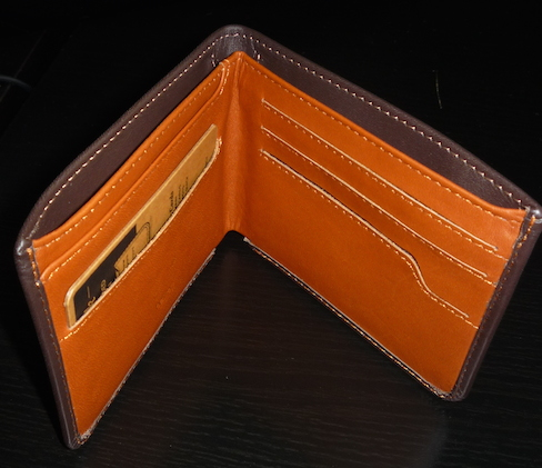Раскрытый кошелек Bellroy