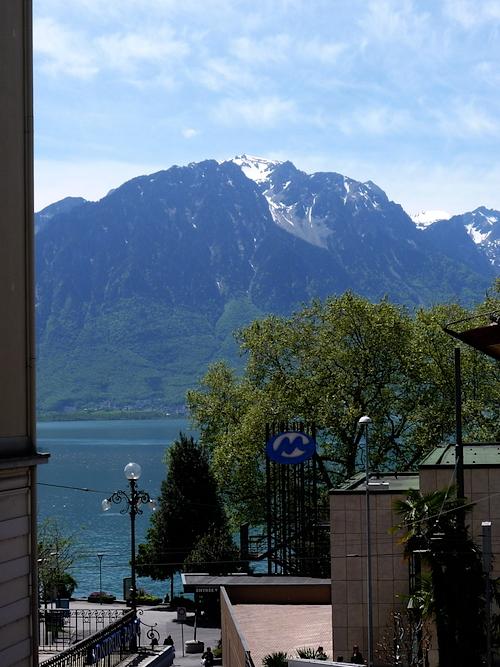 Вид на Альпы с одной из улиц Монтре