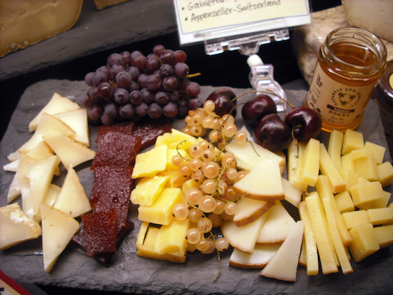 Cheese-plate-fruits