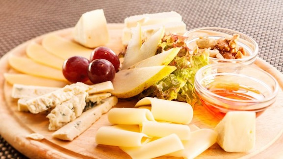 Cheese_plate_fruits
