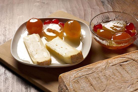 Taleggio_slices
