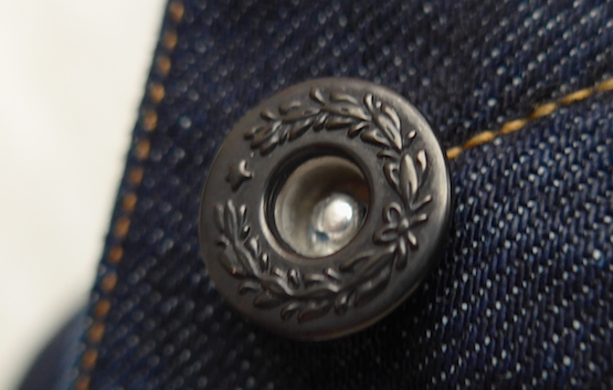 Kuro-jeans-detail