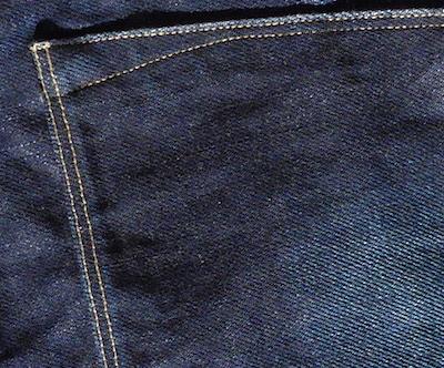 шов на качественных джинсах