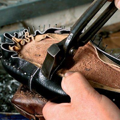 Shoe_hand-lasting