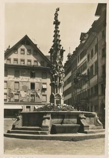 Weinmarkt-brunnen-old-postcard