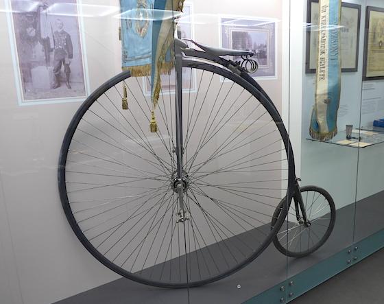 Старый велосипед (XIX век)