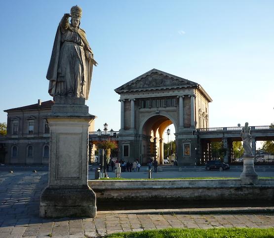Prato-della-Valle-statue