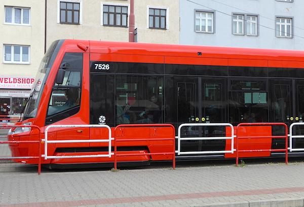Tram_Bratislava_red