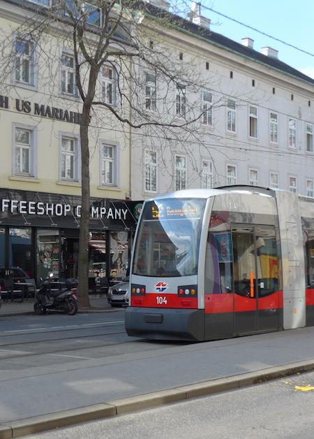 Modern_Wien_tram1