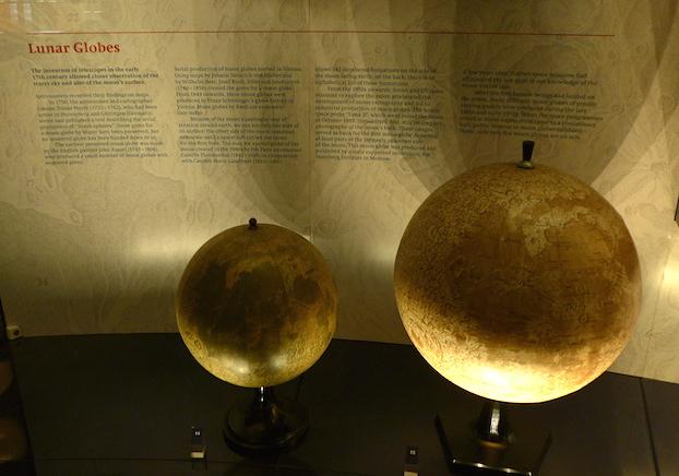 Глобусы Луны