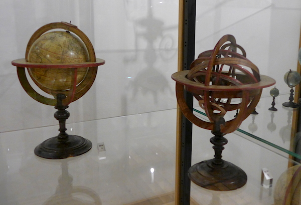 Маленькие глобусы