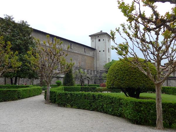 Замок Буонконсильо - парк
