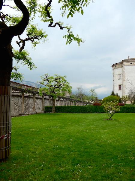 Парк при замке Буонконсильо в Тренто