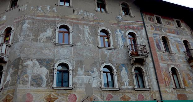 Фрески на площади Дуомо в Тренто