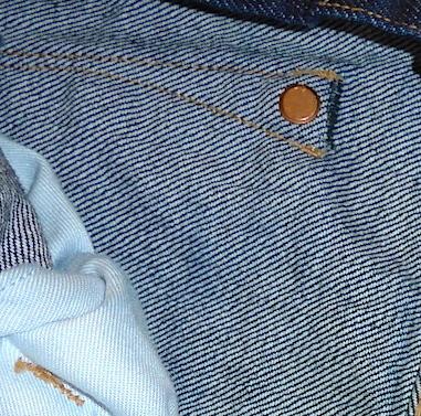Заклепка на кармане джинсов