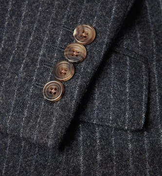 Richard James - роговые пуговицы на пиджаке