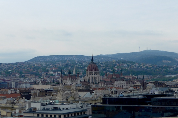 Будапешт - вид на Парламент