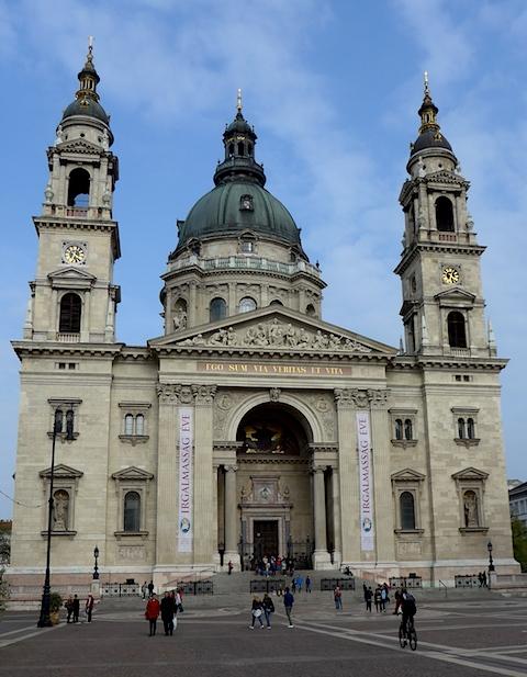 Фасад базилики Святого Стефана в Будапеште