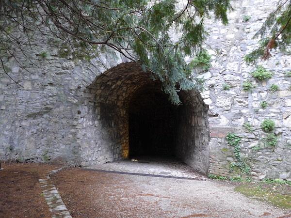 Castello_di_Brescia-walls3