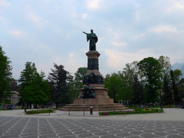 Тренто - памятник Данте