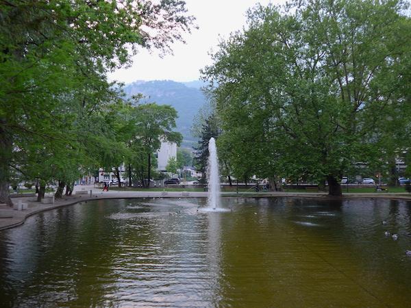 Площадь Данте в Тренто - фонтан
