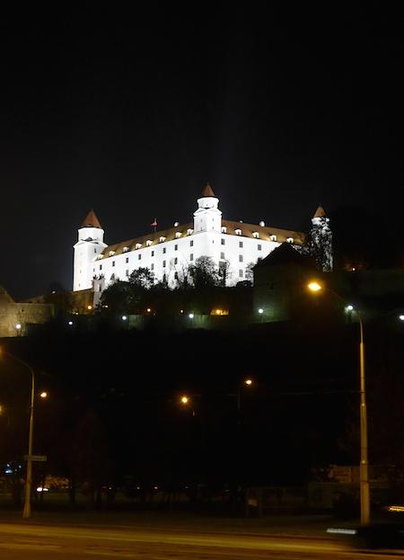 Замок в Братиславе ночью
