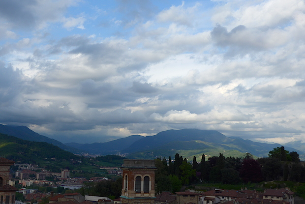 Вид на Бергамо и окрестности
