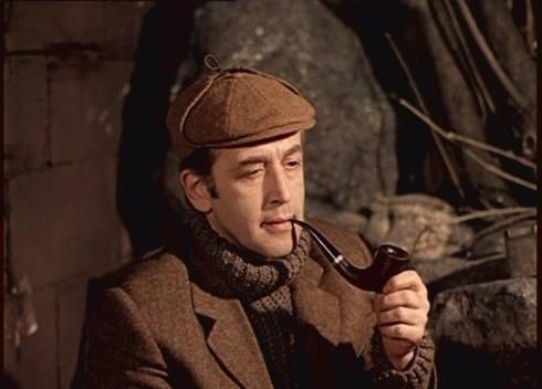 Кепка с ушами на Шерлоке Холмсе