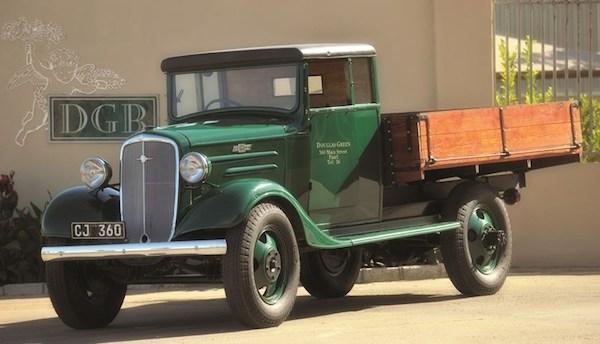 Старый фирменный грузовик Douglas Green - DGB