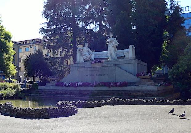 Памятник Доницетти в Бергамо