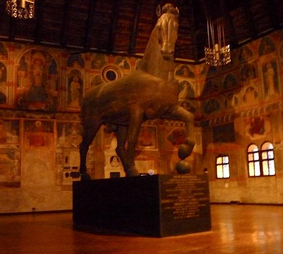 Статуя коня - Палаццо делла Раджоне
