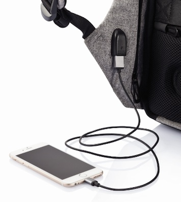 Bobby backpack - charging a phone