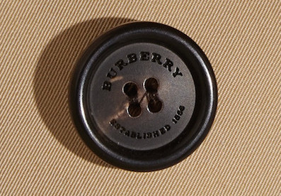 пуговица с гравировкой Burberry