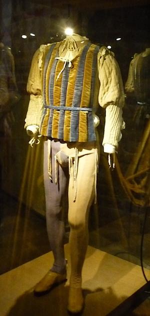 костюм времен средневековья