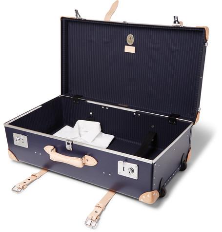 открытый чемодан из Англии