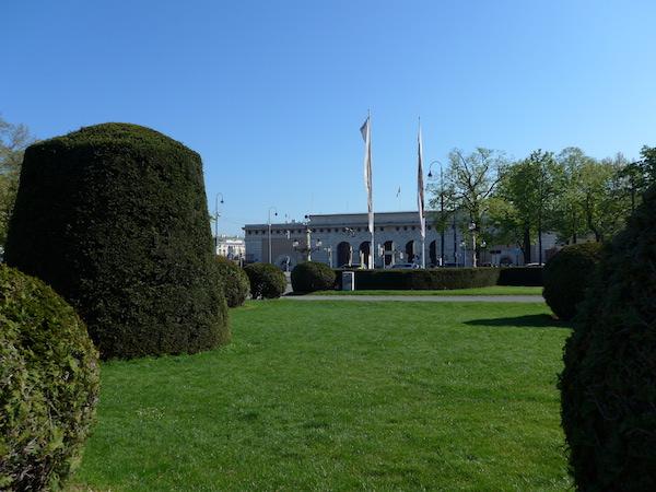 Хофбург - ворота рядом с площадью