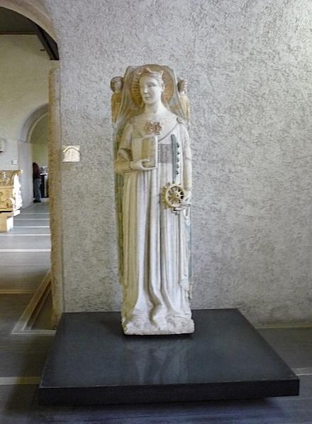 Скульптуры в замке Вероны