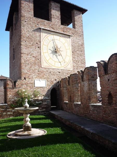 Башня с часами в замке