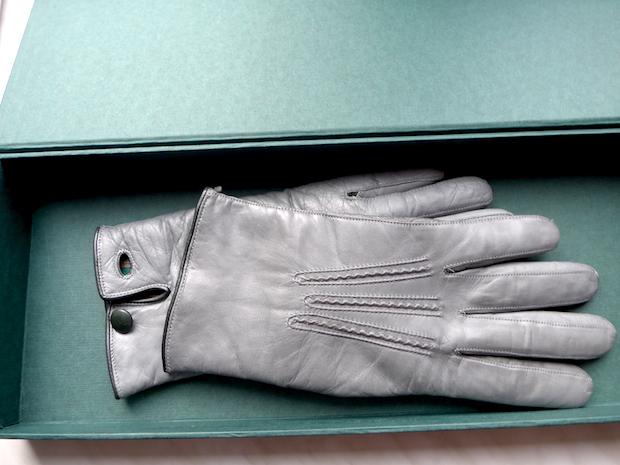 перчатки в подарочной упаковке