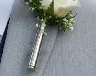 бутоньерка с вазой